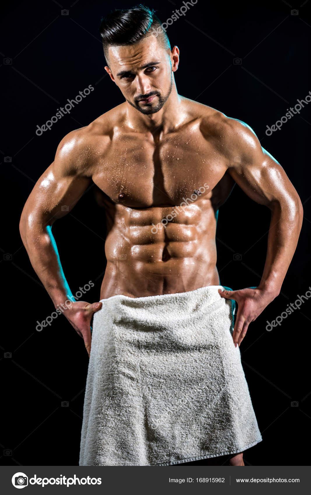 férfiak mutatják a péniszüket