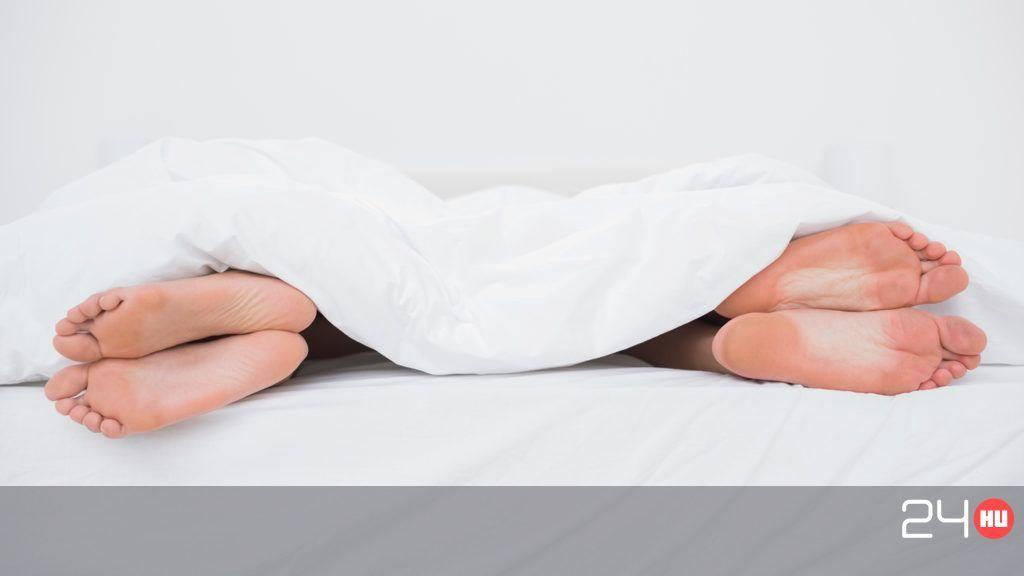 merevedés egy férfiban alvás közben