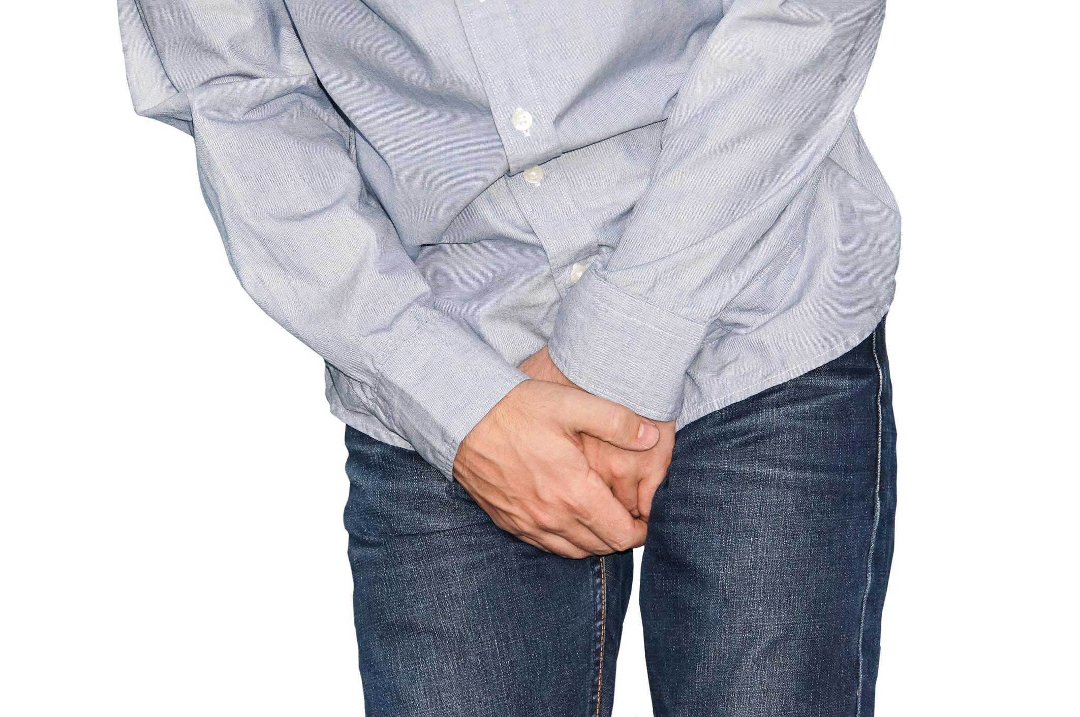 Makk alatti fehér pontok, fájdalom - 17 éves fiú